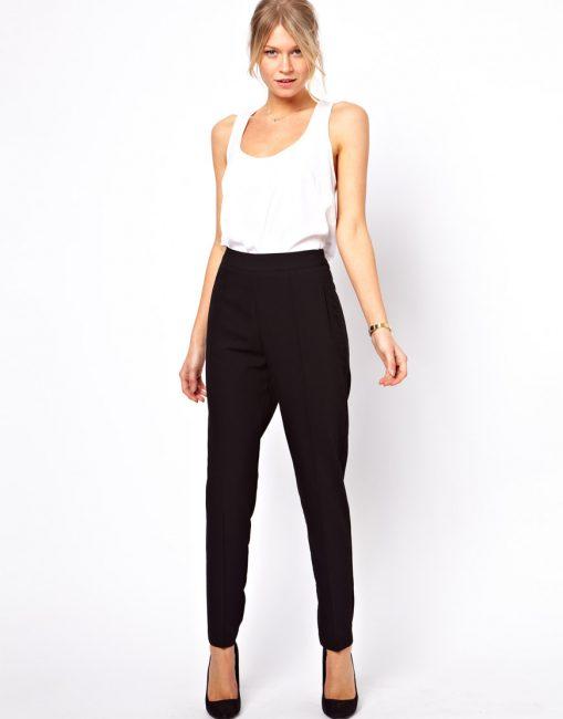 Эффектно обозначить линию талии помогут штаны с высокой посадкой