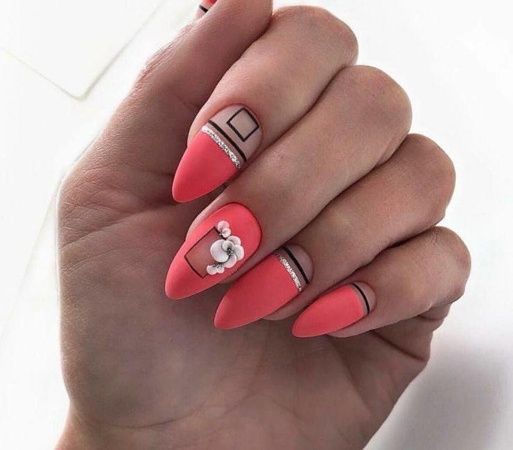 Яркие сочетания для острых ногтей