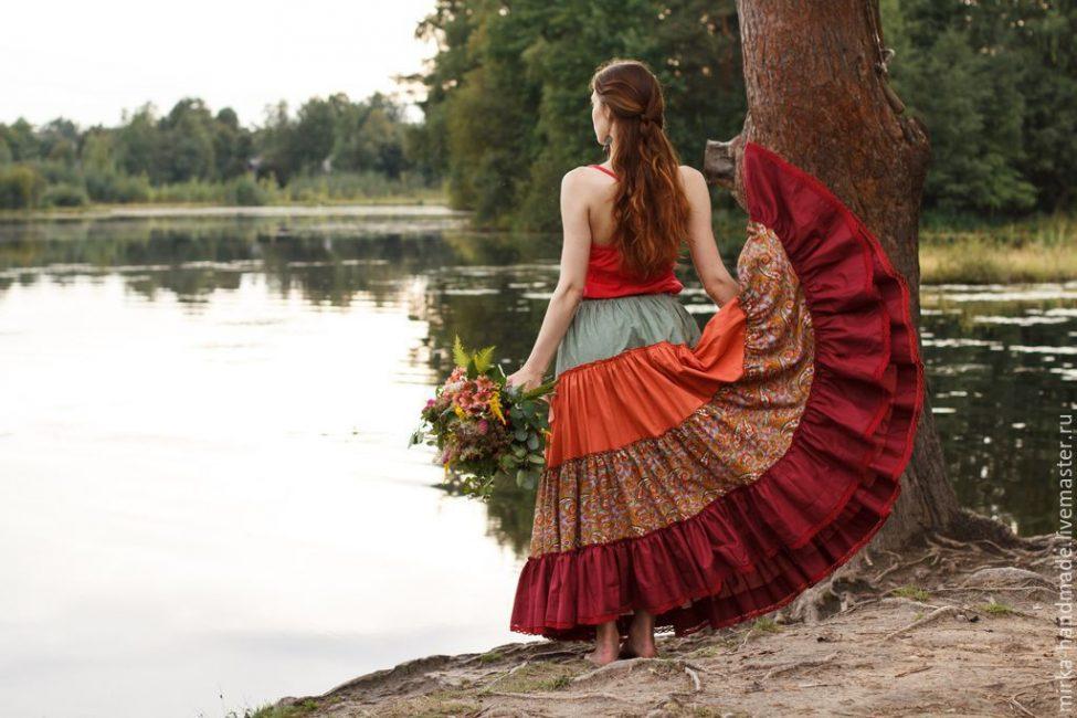 Вот так романтично и интересно смотрятся юбки бохо в цыганском стиле