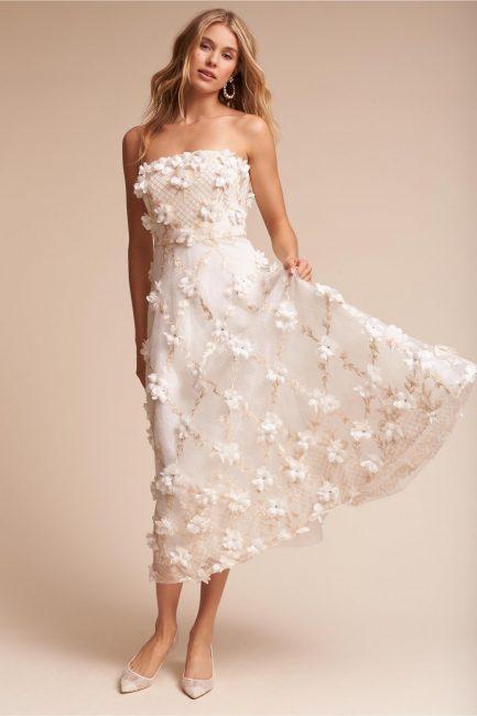 Платье с объемными флористическими деталями