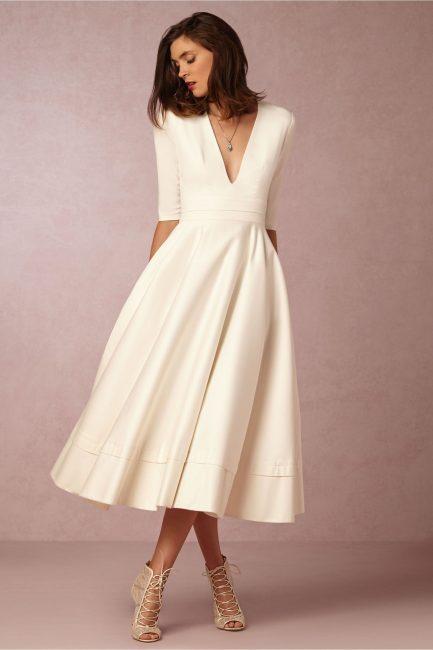 Закрытое платье в стиле минимализма