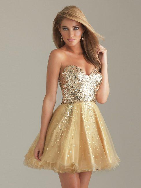 Короткое платье золотого цвета