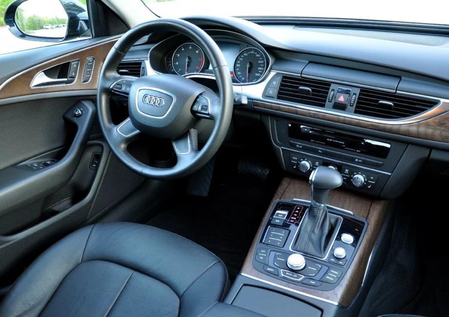 Передняя панель Audi A6 четвёртого поколения
