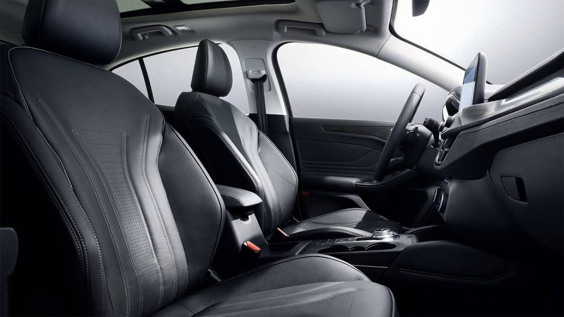Места передних пассажиров на новом Ford Focus
