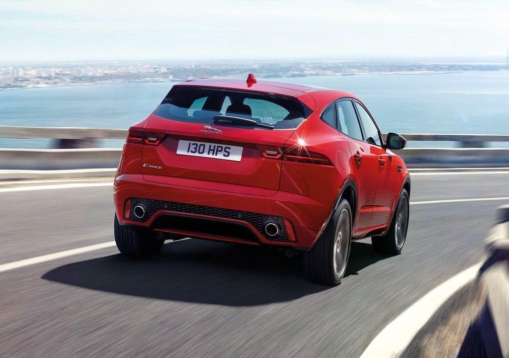Jaguar E Pace вид сзади