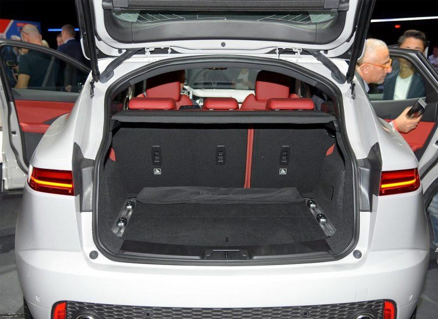 Багажное отделение Jaguar E Pace