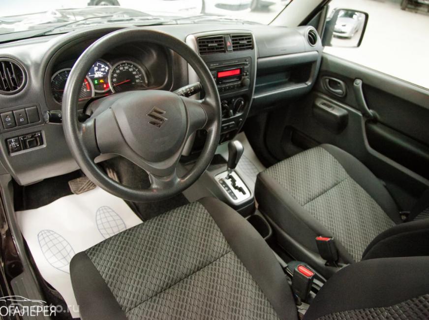 Интерьер Suzuki Jimny предыдущего поколения