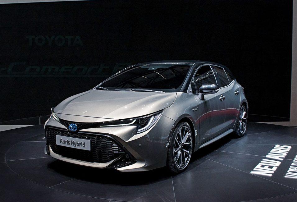 Новая Toyota Auris вид спереди