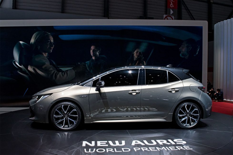 Боковая проекция новой Toyota Auris