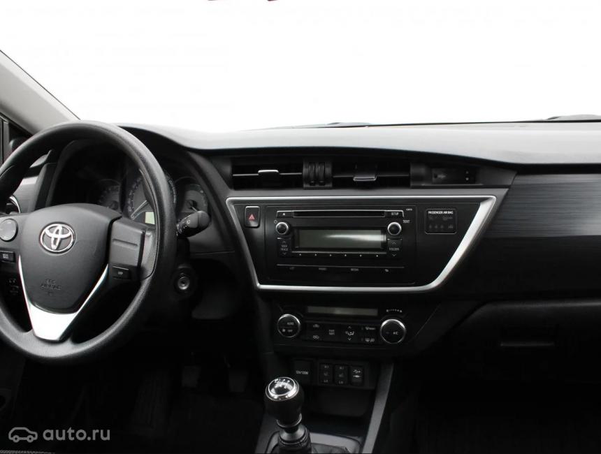 Передняя панель Toyota Auris второго поколения