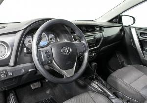 Интерьер новой американской Toyota Corolla
