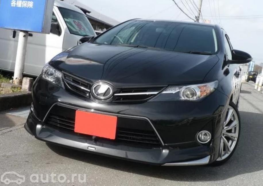 Японский Toyota Auris 2014 года выпуска