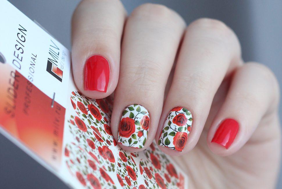 Красные розы в маникюре