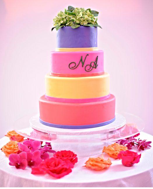 Разноцветный свадебный торт