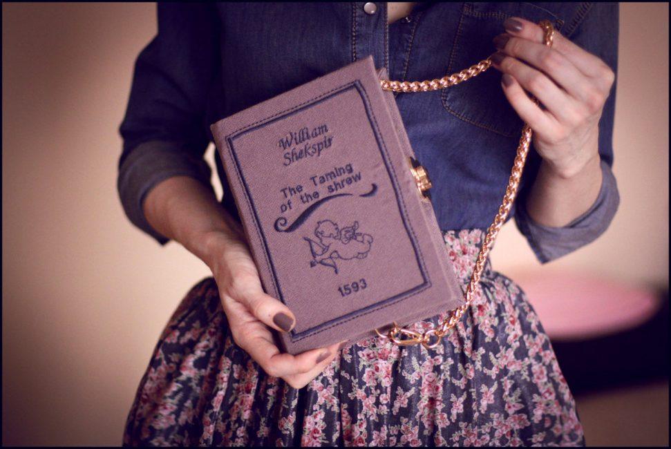Сумочка в форме книги