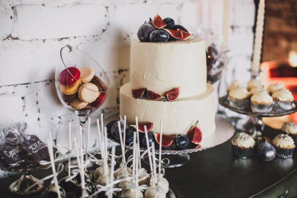 Свадебный торт с целыми фруктами