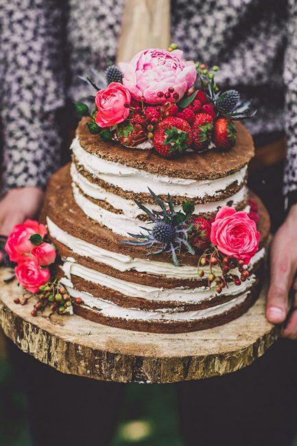 Двухъярусный торт из коржей