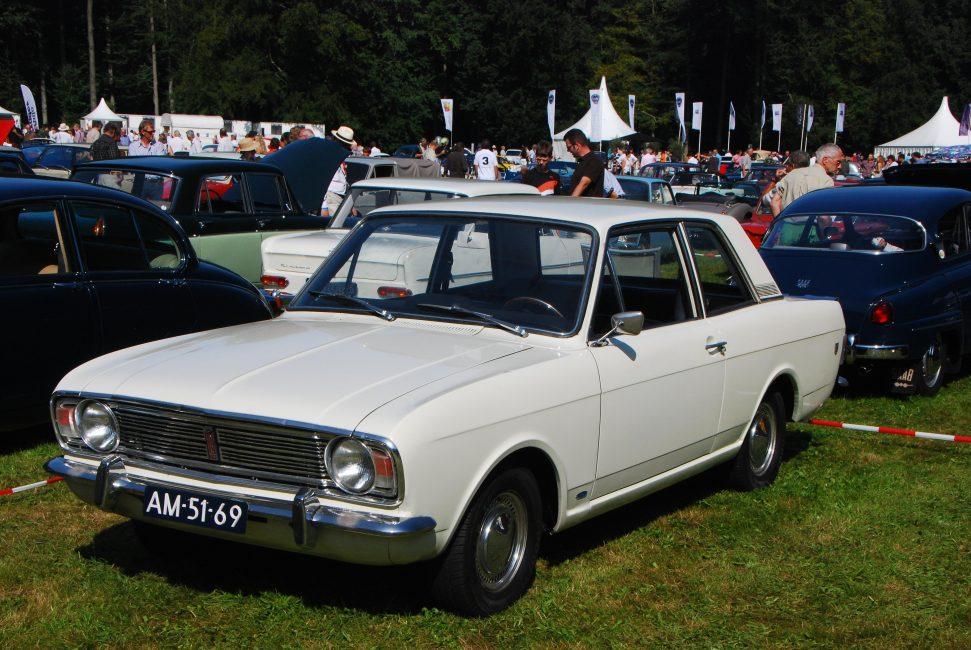 Ford Cortina второго поколения. Именно эту модель выпускала на заре своего существования компания Хёнде