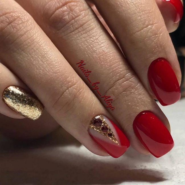 Красный с золотом