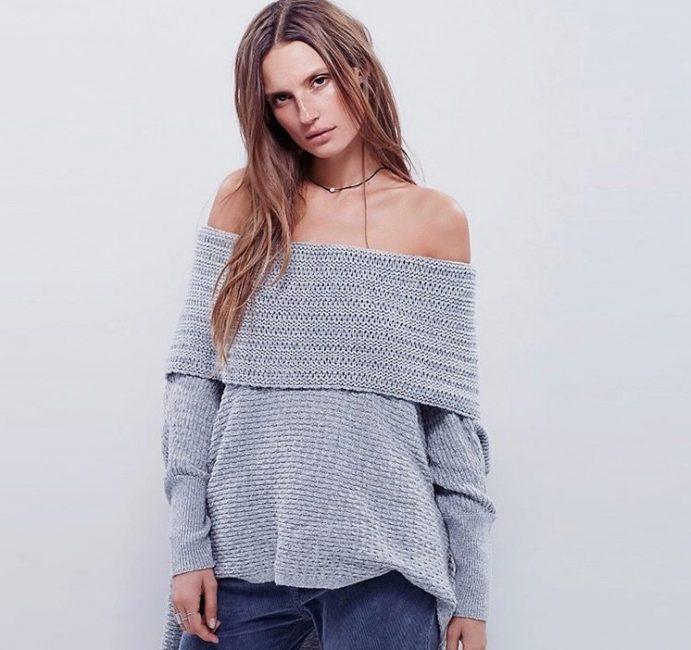 Данный тип свитеров можно носить на голое тело, допускается сочетание с легкими блузами. Некоторые модели подойдут женщинам с лишними килограммами.
