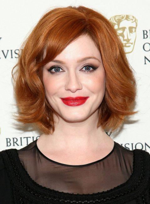 Стильная прическа на рыжих волосах