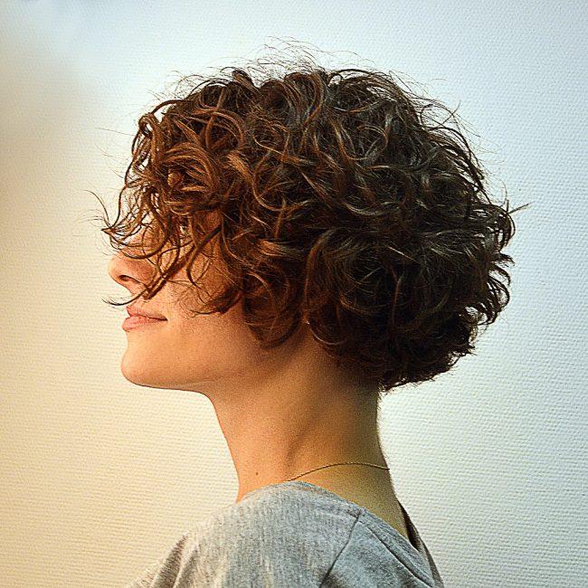 Кудрявый «боб» на короткие волосы