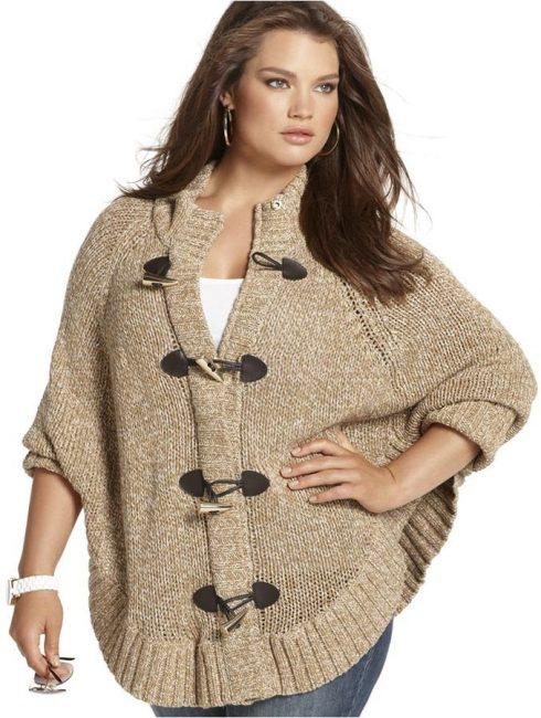 Для них в идеале подходят свитера с мелким узором и несколько свободным кроем.