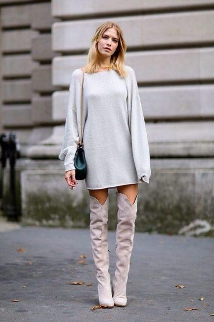 Данная модель может быть более удлинённого, или более укороченного варианта. В том случае если свитер не имеет внизу планки резинку, он может иметь ассиметричный край.