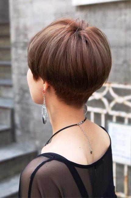 «Паж» на средние волосы