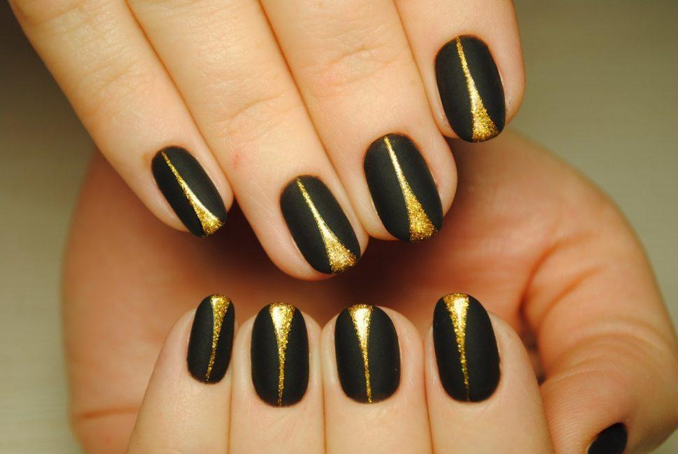 Черный с золотыми вставками
