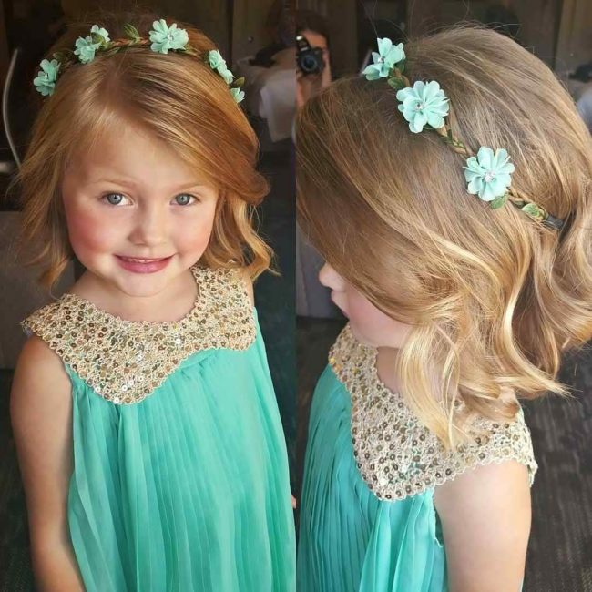 Укладка на голове девочки может создать нежный образ