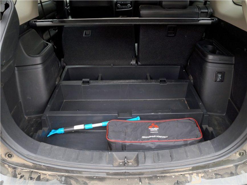 Органайзер Mitsubishi Outlander о котором упоминалось выше