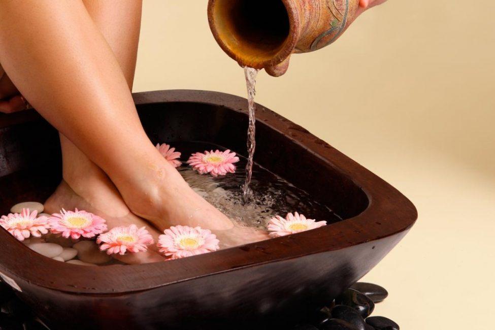 Ванночки для ног. Вся стопа должна быть погружена в воду