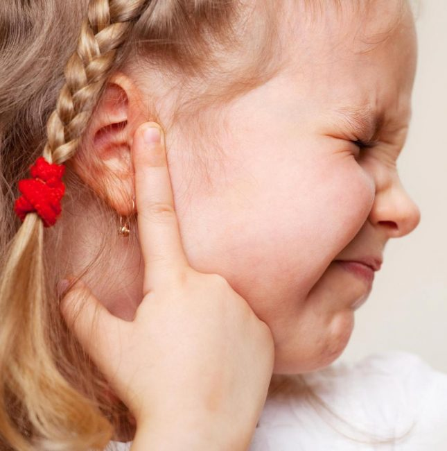 Симптоматика больного уха у деток