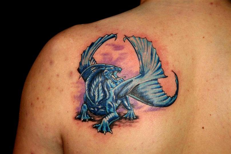 Татуировка синего крылатого чудовища