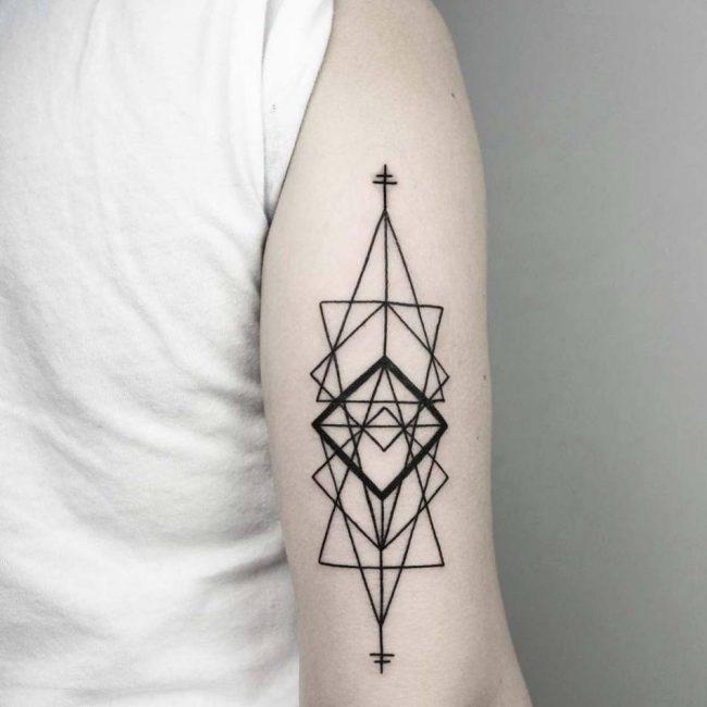 Тату в стиле геометрия