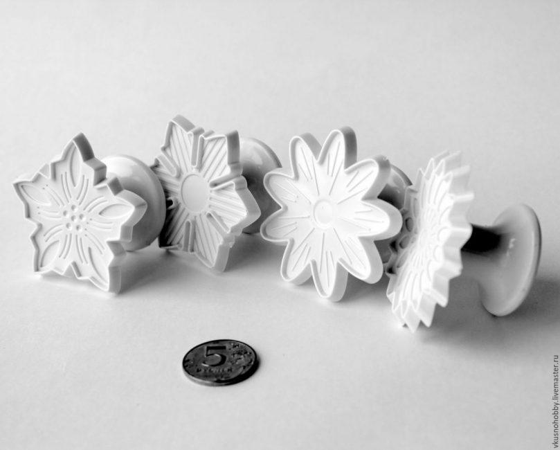 Формы для выдавливания цветов из мастики