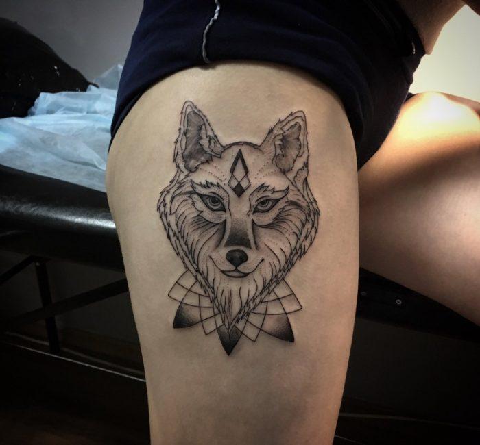 Волк на бедре