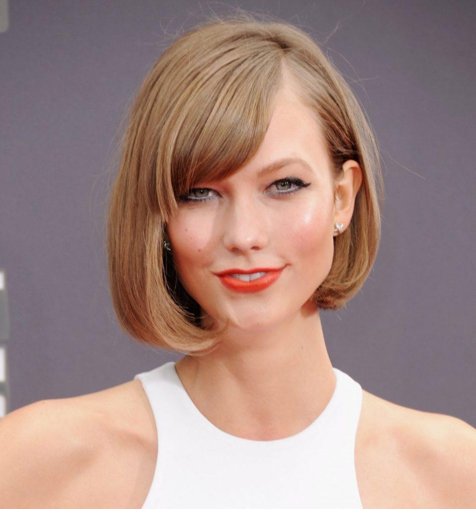 Волосы средней длины с челкой