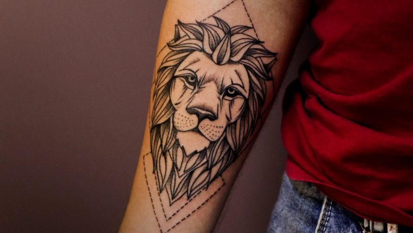 Тату со львом