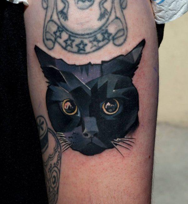 Татуировка в виде кошачьей головы