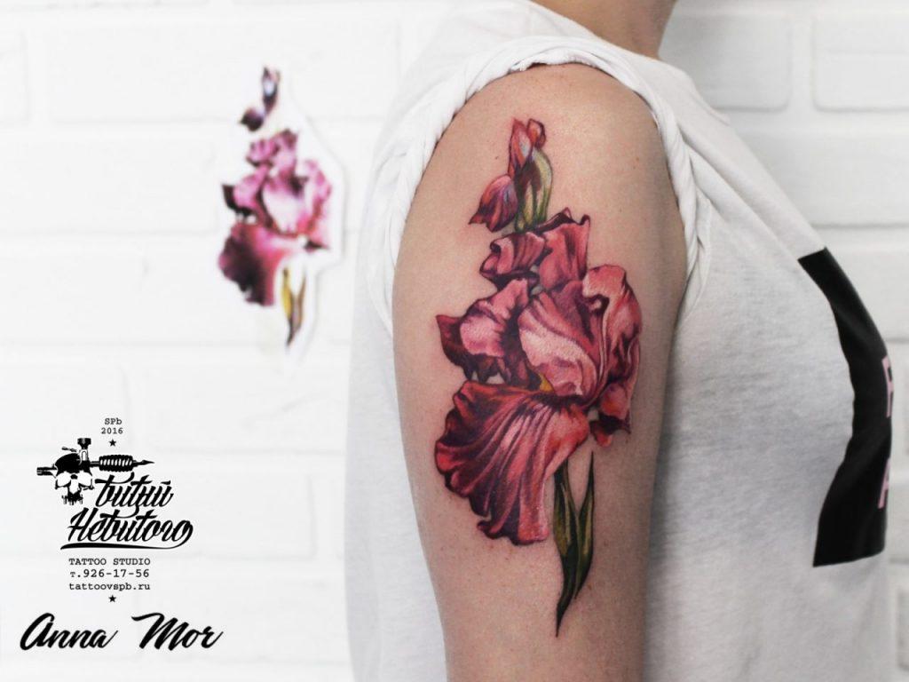 Ирис тату цветов