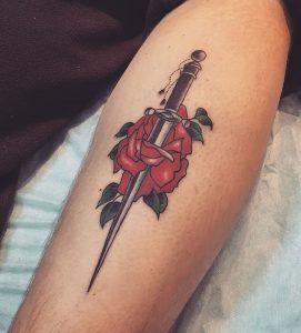 Тату роза с кинжалом
