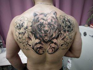 Тату с медведем для мужчины