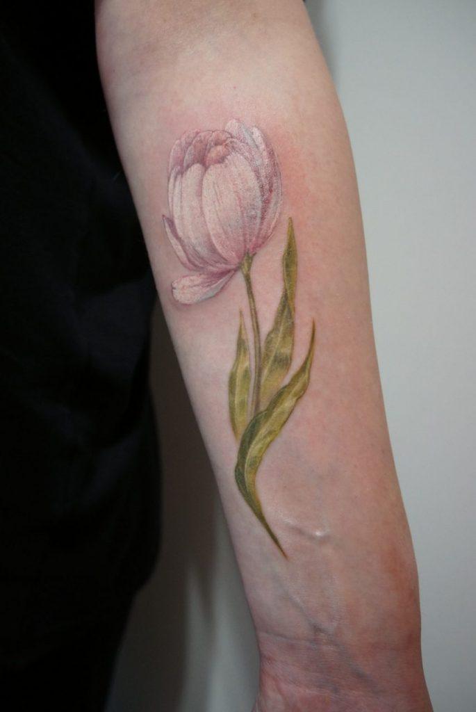 Тату тюльпан