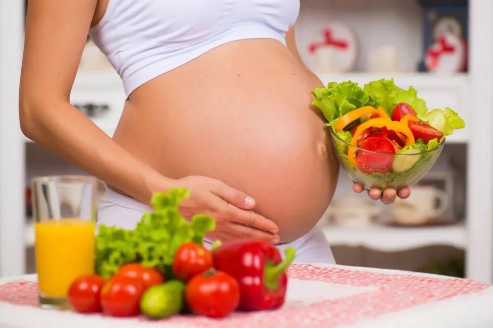 Главным источником витаминов для женщины в период беременности являются свежие овощи и фрукты