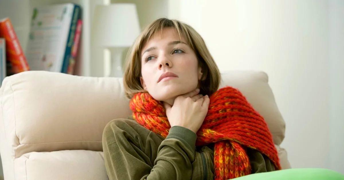 При потере голоса сопутствующая симптоматика может указать на причину патологии