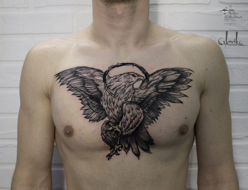 Орел на груди