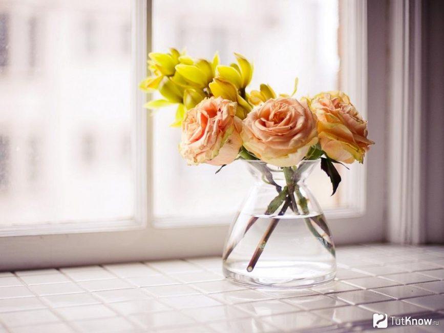 Живые цветы не помешают