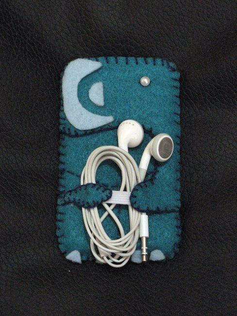 Чехол для телефона с держателем наушников
